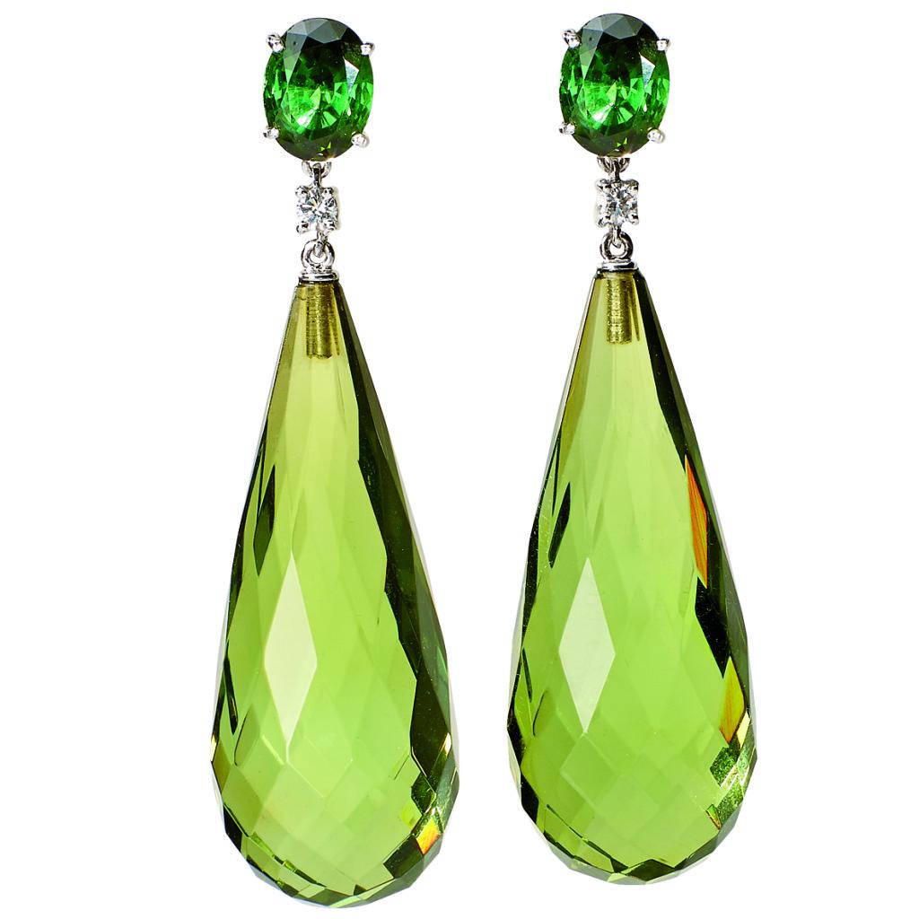 Ohrstecker, Weißgold, 2 grüne Turmaline, 2 Diamanten, 2 grüne Bernsteine